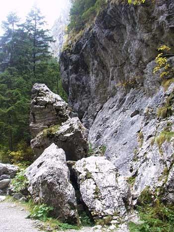 (źródło:www.mount.cad.pl/g/budowa/holocen/dol/foto/4-a.jpg)